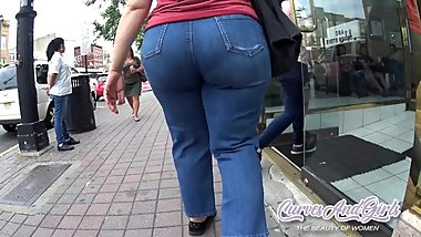 BIG JUICY WIDE ASS MATURE WOMAN
