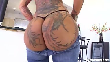 Bella Bellz eats big dick, fuck big ass