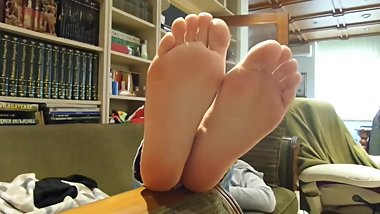 girlfriend_showing_her_41_soles