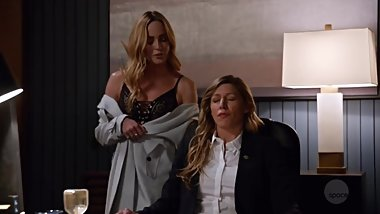 DC'S LEGENDS OF TOMORROW Sara Lance