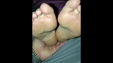 Mummified girlfriend made to orgasm curled toes