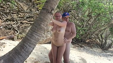 Amateur couple fuck on public beach
