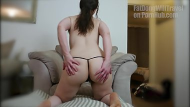 Cara Banx shaking he ass on the couch (slow-mo jigle magic)