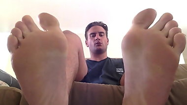Hot Guy Shows off His Feet