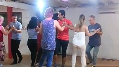 FAT ASS PORTUGUESE ASS (learning to dance)