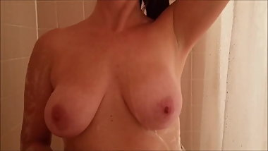 Mom washing tits