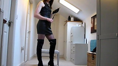 Trans dom Amanda in leather
