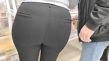 Mega ass milfs in tight pants