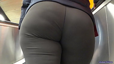 candid big ass PAWG in yoga pants big butt ass sniffing