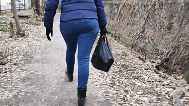 Juicy ass milfs in tight jeans