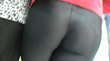 ASS IN LEGGINGS SPANDEX SHINY