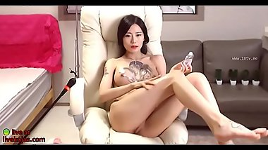 Asian sensual babe masturbates - video link for more