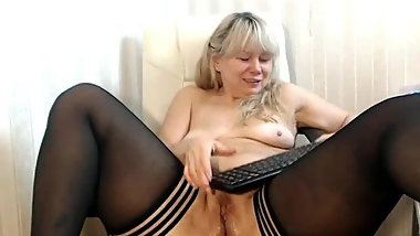 Mature Lady Fox loves a good squirt