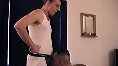 Amateur homo makes a nice cock sucking homemade video