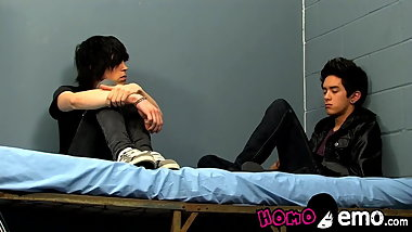 Sensual emo twinkies relax with blowjobs and fucking