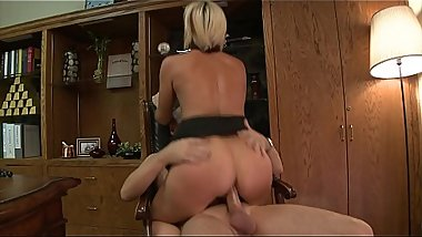 Blonde bitch screwed by a big cock