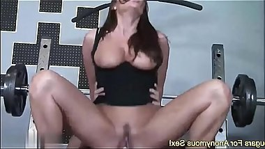MOTHER Sky Taylor Works Her Pussy Out At The Gym