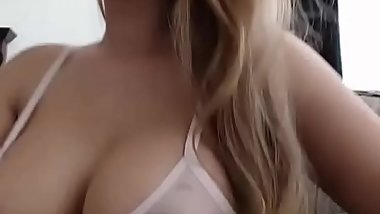 Gorgeous Hot Mom Orgasm On Live Cam
