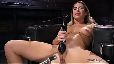 Babe fucking machine and vibrating